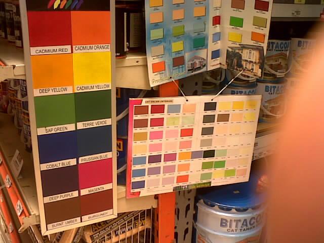 kaleng cat 5 kg sebagai aksen warna dan 2 kaleng cat dasar jadi ...